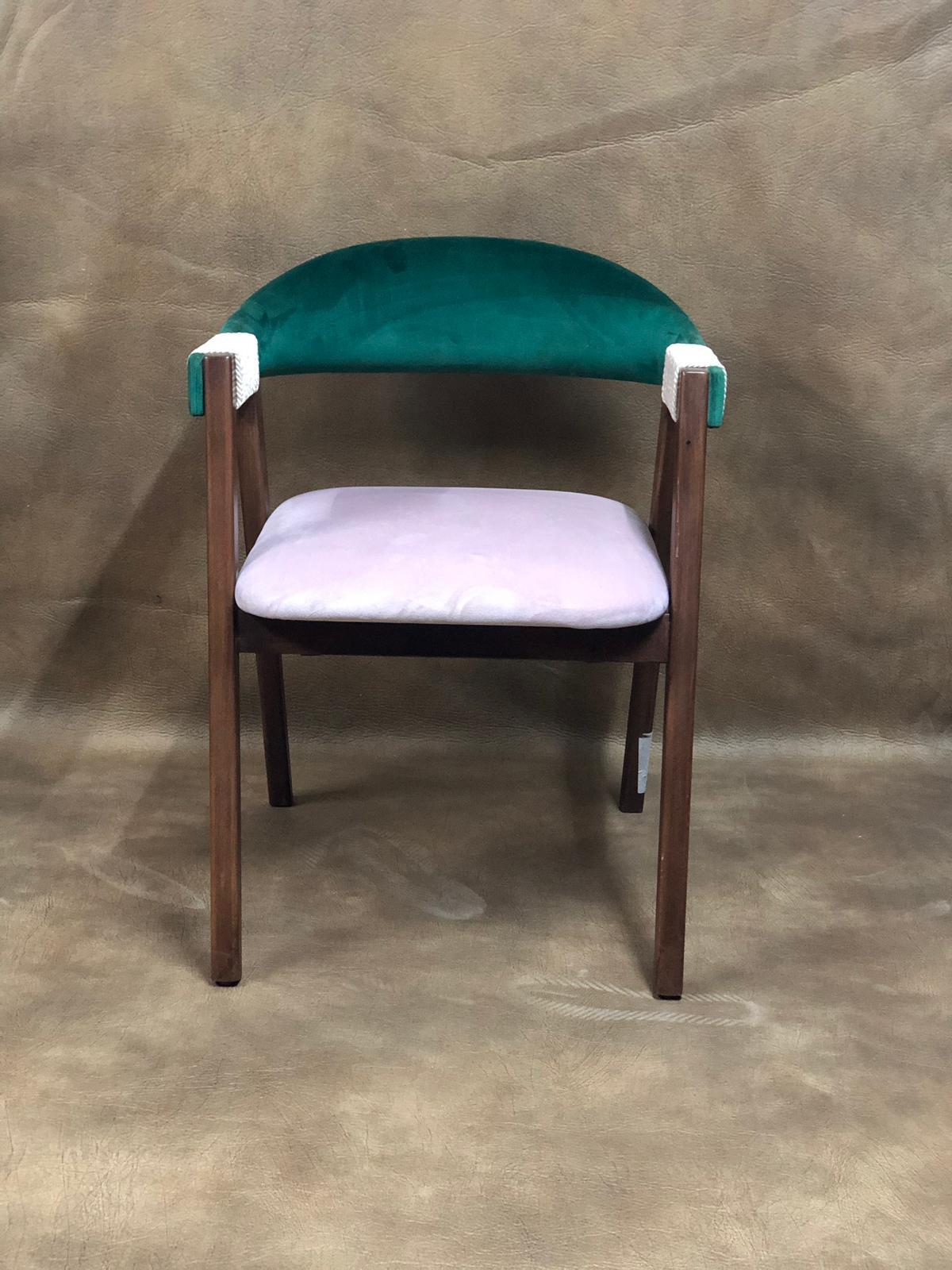 Mekanlarınıza özel istediğiniz ölçü ve renklerde Cafe koltuk modellerini titizlikle üretmekteyiz.