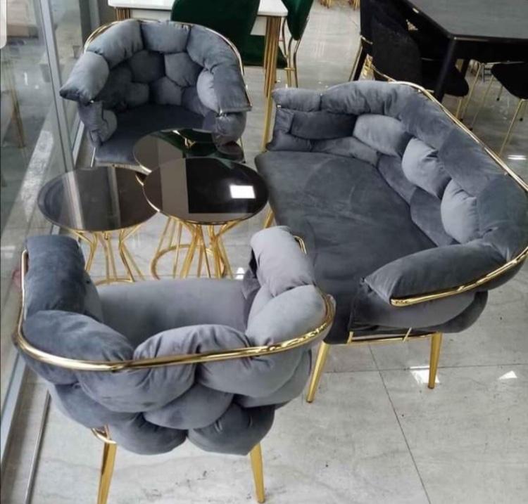 Nezih mekanlar için Cafe koltuk modelleri yoğun kullanıma uygun fırınlı gürgen ağacı ve gri süngerlerle üretip aracısız satışa sunuyoruz.